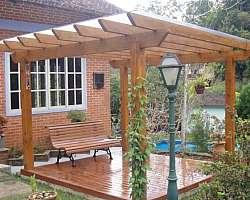 Pergolado de madeira para piscina