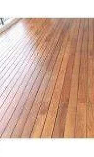 Assoalho de madeira maciça