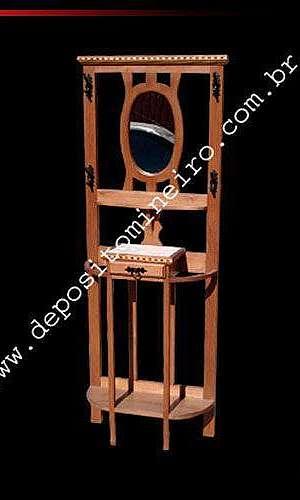 Chapeleira de madeira