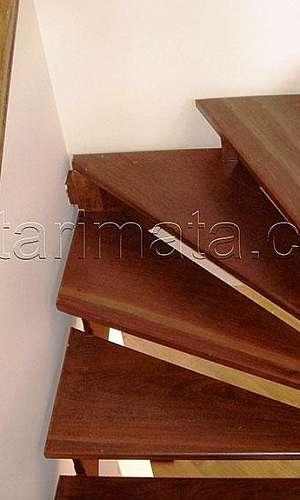 Corrimão para escada de madeira