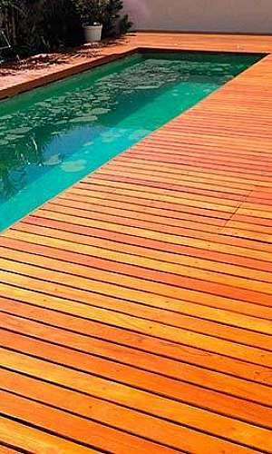 Deck de madeira para piscina