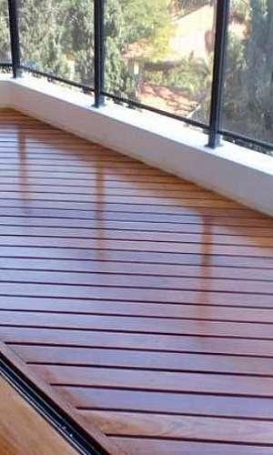 Deck de madeira varanda
