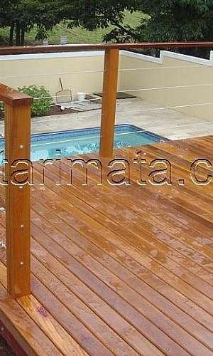 Deck para piscina de madeira