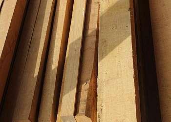 Distribuidor de piso de madeira