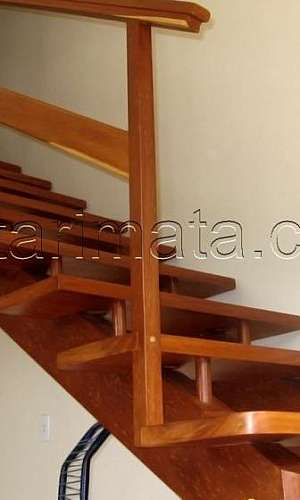 Escada de madeira interna preço