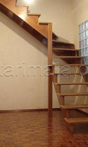 Escada de madeira interna valor