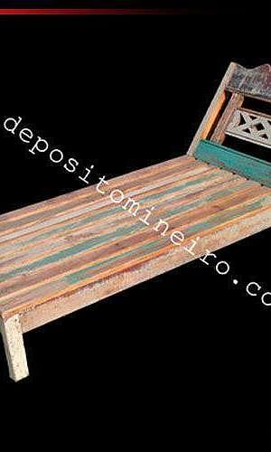 Espreguiçadeira de madeira para piscina