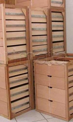 Gaveteiros de madeira prontos