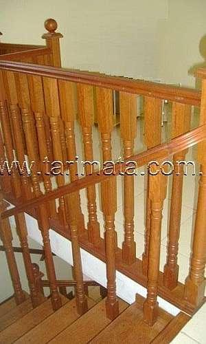Guarda corpo de madeira para escada