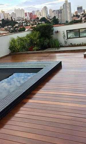 Instalação de Deck de Madeira