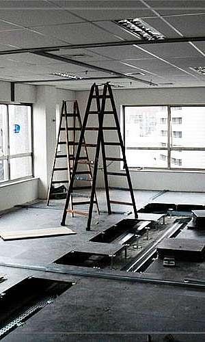 Instalação de piso elevado