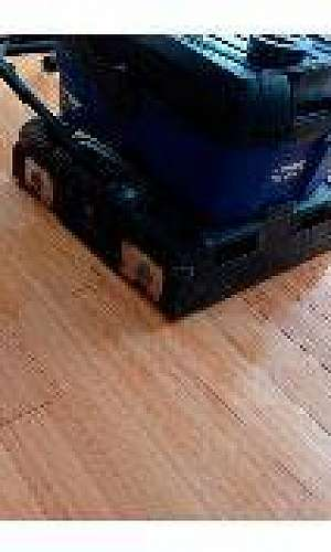 Limpeza de piso de madeira