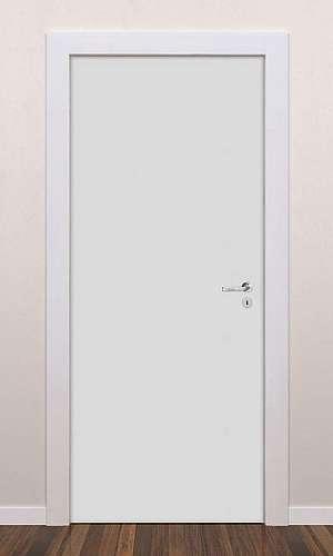 Porta branca de madeira