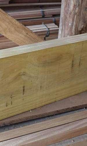 Prancha de madeira para escada