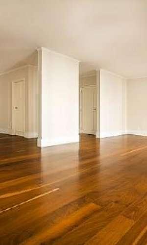 Raspagem de piso de madeira