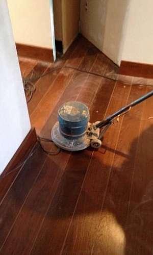 Raspagem de pisos de madeira