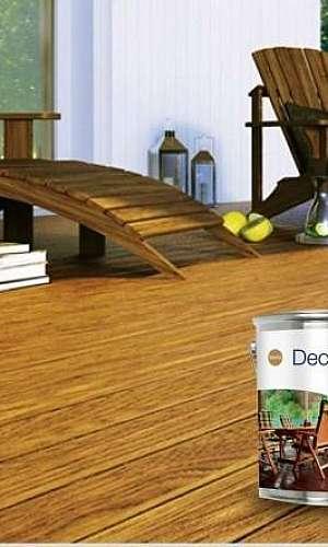 Raspagem de pisos e aplicação de bona