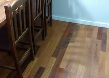 Raspagem de pisos de taco de madeira