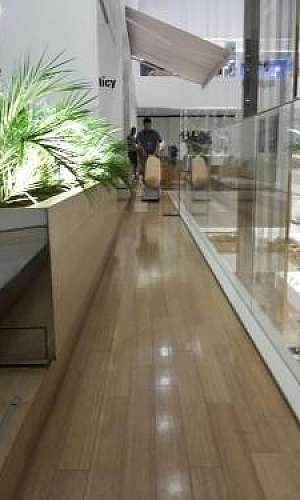 Raspagem em pisos de bambu